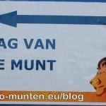 Poster die de weg naar het muntgebouw aanwijst